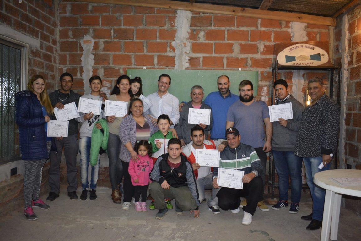 Trezza entregó certificados a egresados de la Escuela de Oficios