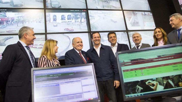 Trezza junto a Sergio Massa y Rudolph Giuliani en Tigre
